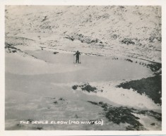 Skiing the Devil's Elbow