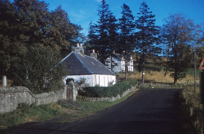 Entrance to Glenshee Church and Gulabin Lodge (the old manse)