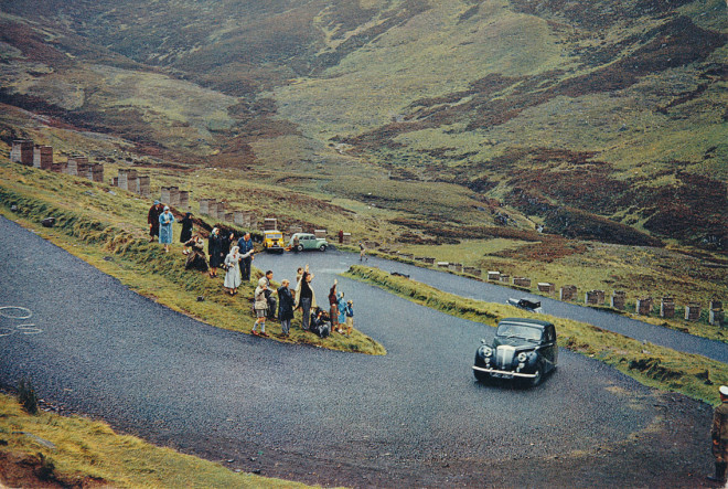 The Queens car goes over the Devil's Elbow