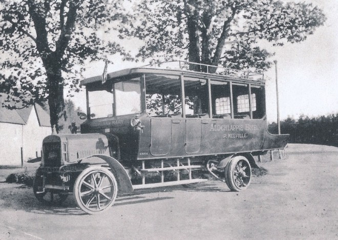 Halley bus owned by P Melville of the Aldclappie, named