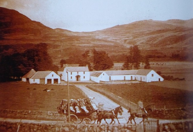 The Braemar coach goes past Finegand 1907